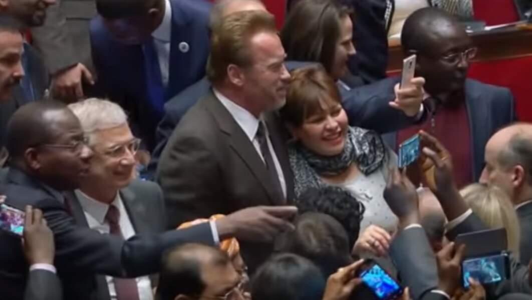 Mais bon pour une photo avec l'acteur hollywoodien, personne ne dit non. Même pas les représentants de l'État