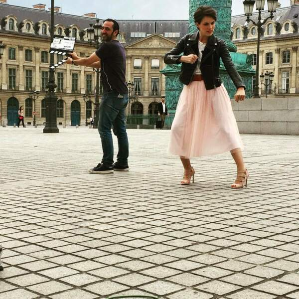 Quitte à entamer un pas de danse en plein tournage