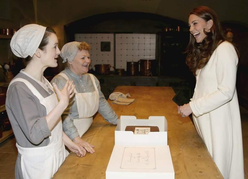 Mars : Et Kate ne semble plus vouloir repartir. On est trop bien avec Daisy et Mme Patmore !