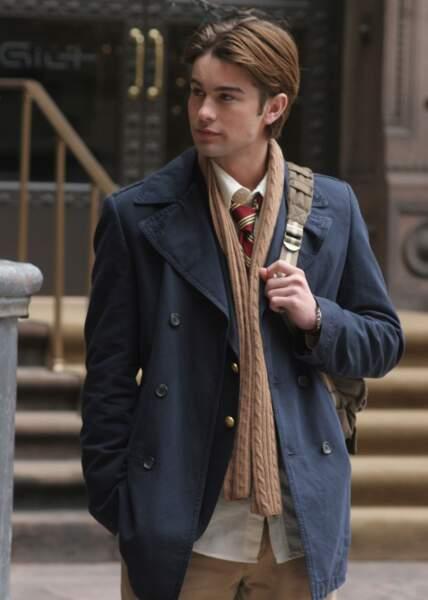 Nate aussi apprécie le look écolier propre sur lui...
