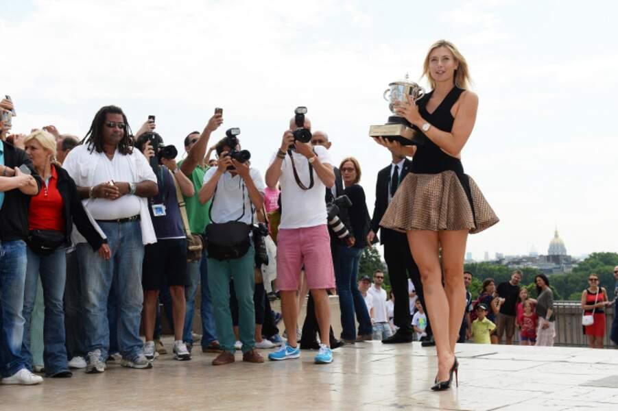On aime bien quand Maria Sharapova quitte ses vêtements de tennis pour ceux-là, pas vous ?