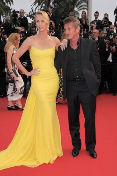 Charlize Theron et Sean Penn à la montée des marches pour la projection de Mad Max : Fury Road