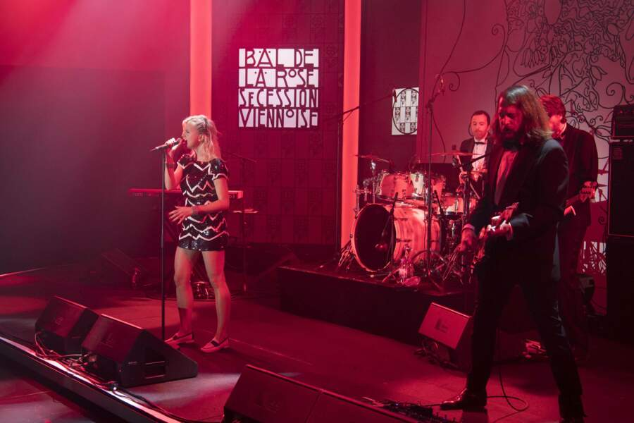 La chanteuse Hollysiz (alias Cécile Cassel) assurait le show