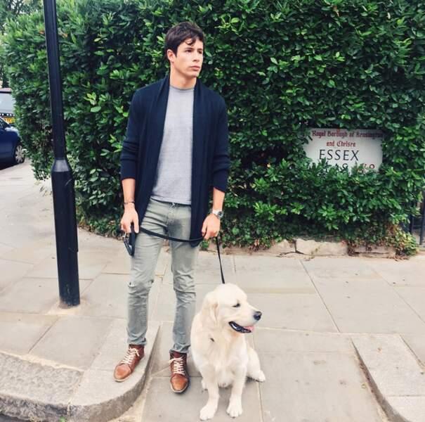 Voici ses deux amours : son conjoint Valentin et leur chien Island.