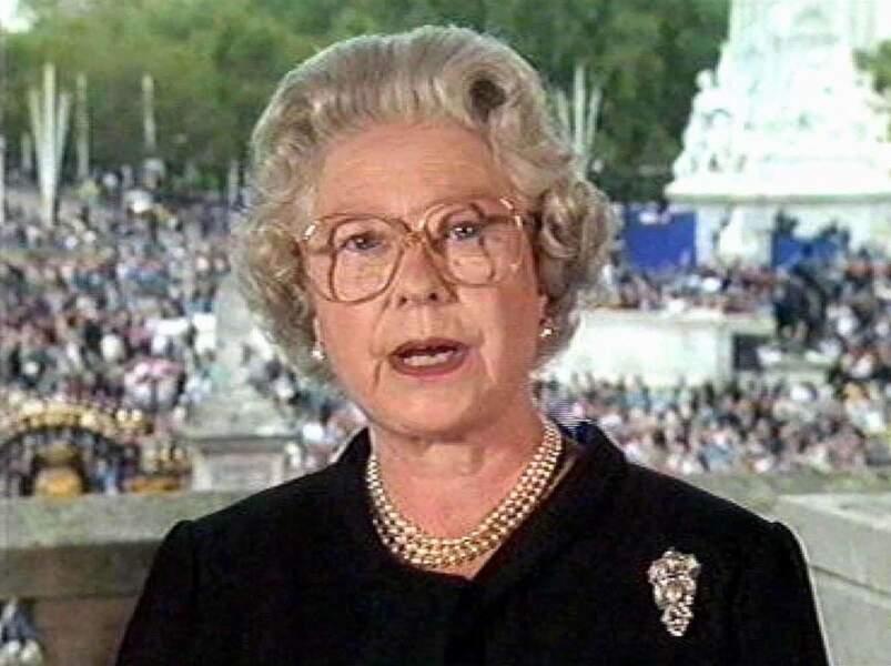 Et on sauve sa monarchie quand elle vacille à la mort de Diana en 1997