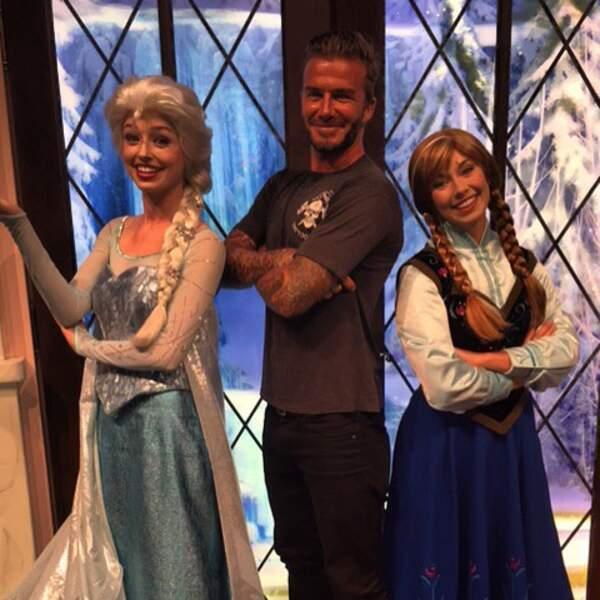 Pendant ce temps, David Beckham s'ambiance avec les stars de La reine des neiges.
