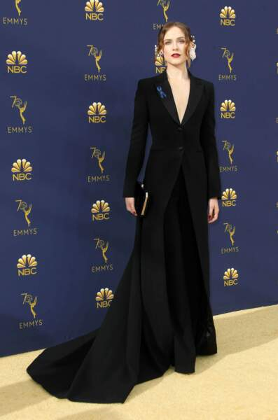 Evan Rachel Wood (Westworld) a joué la sobriété avec sa longue robe noire