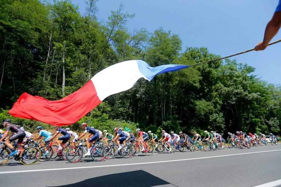Heureusement, notre drapeau protège aussi les coureurs