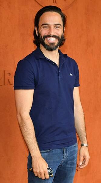 Le beau gosse de la série dix pour cent Assaâd Bouab est venu en fan de tennis