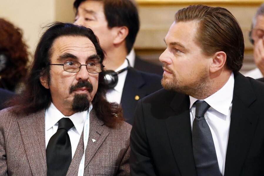 Hey, mais qui voilà ? Leonardo DiCaprio est à Paris... avec son papa, George