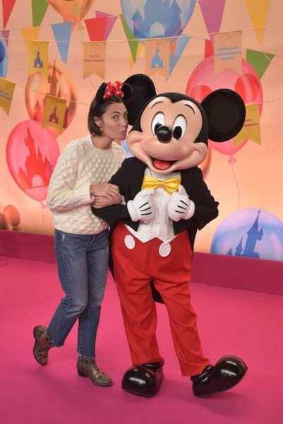 Alessandra Sublet s'aluse avec Mickey