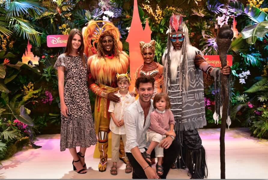 Le mannequin brésilien Francisco Lachowski, sa femme Jessiann Gravel Beland et ses deux enfants Milo et Laslo