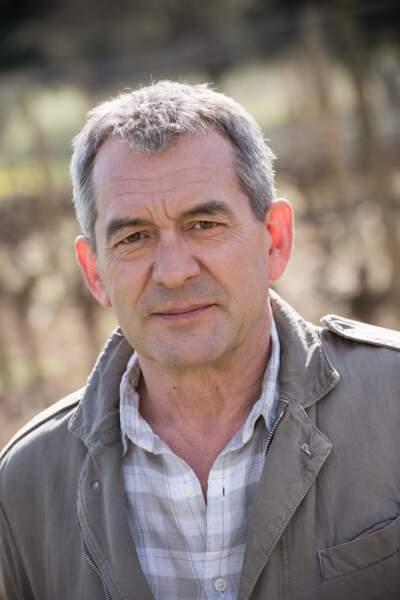 Bertrand Farge incarne Victor Estrela, le père de Claire