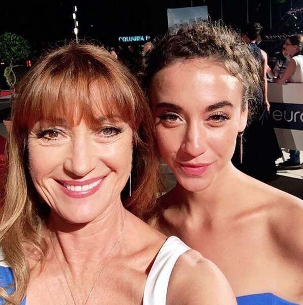 Jane Seymour et Stella Maeve, laquelle a demandé un selfie à l'autre ?