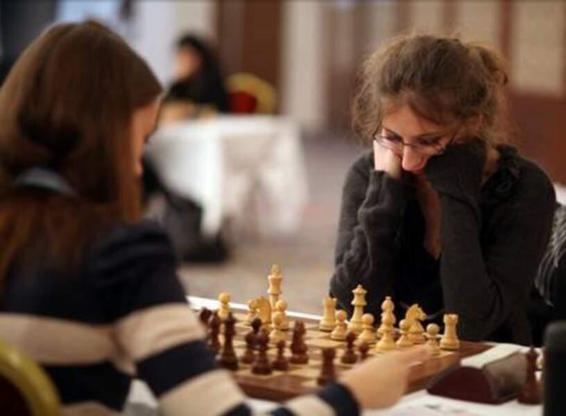 Marie Sebag (Saison 6) étudiante en psychologie et toujours joueuse d'échecs