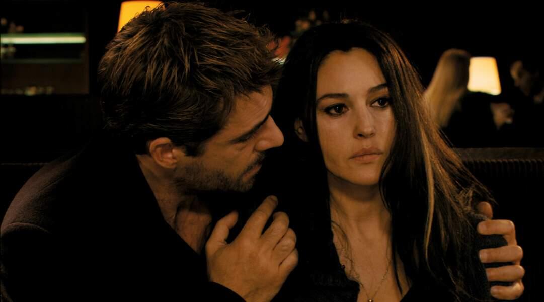 Dans le thriller Ne te retourne pas (2009) de Marina De Van, le beau gosse a pour partenaire Monica Bellucci.
