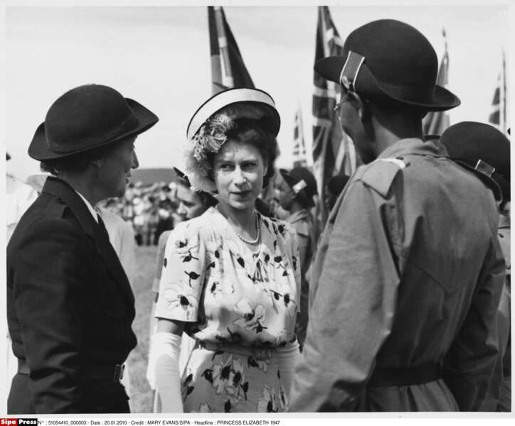 Déjà à l'époque, la jeune reine portait ses petits chapeaux