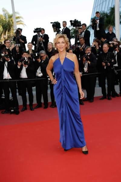 Elle portait une superbe robe bleue