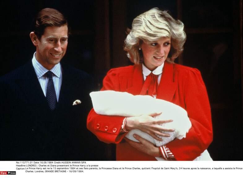 Dans les bras de Diana le 15 septembre 1984, jour de sa naissance à l'Hopital St Mary de Londres