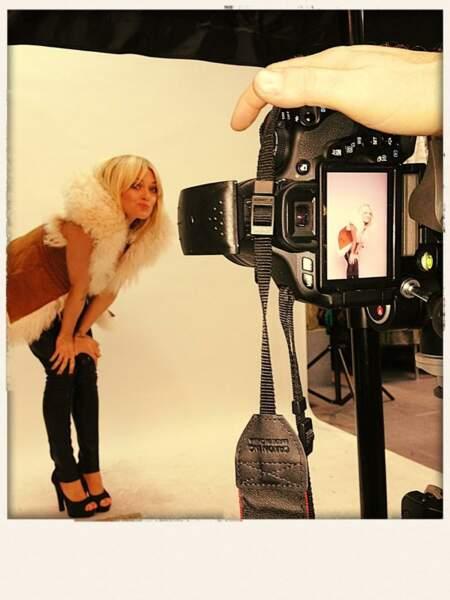 Caroline (Hollywood Girls 2) prend la pause... sexy !