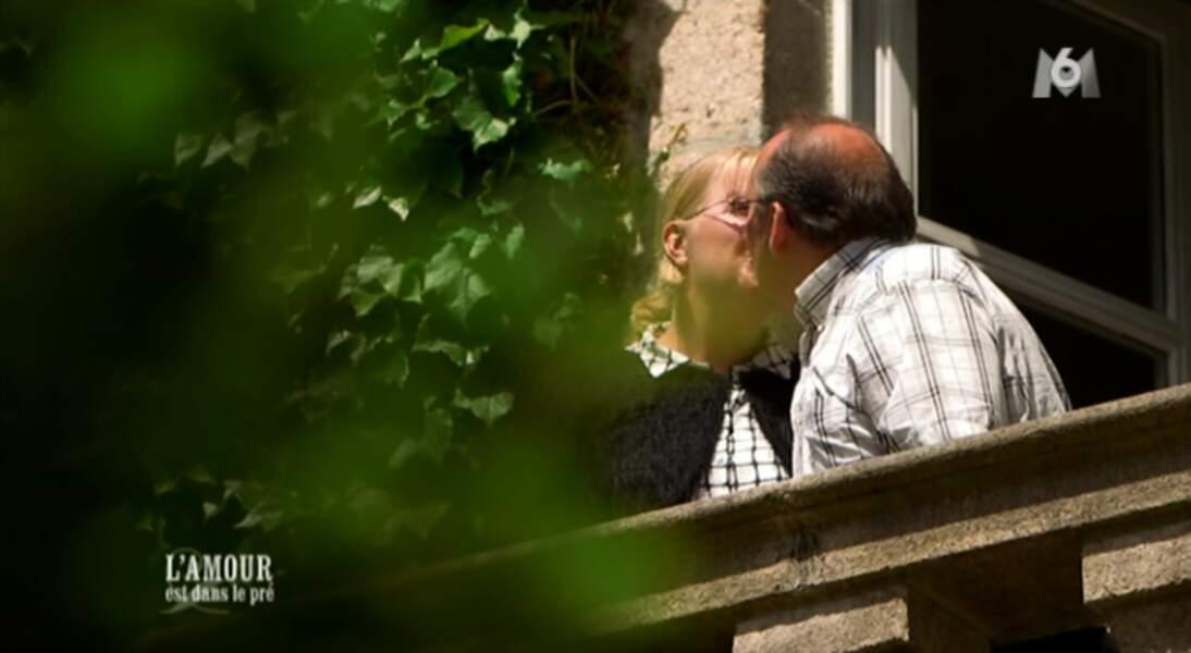 Un petit bisou entre Véronique et Thierry