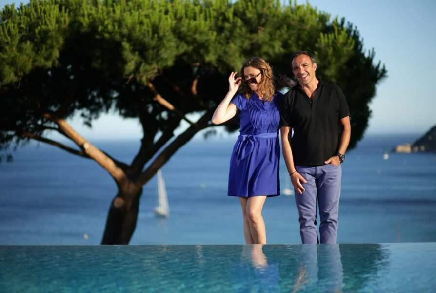 L'été, Nikos Aliagas et Sandrine Quétier présentent 50 minutes Inside depuis le Midi. Les chanceux.