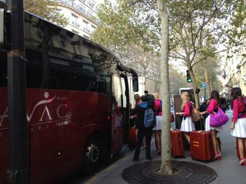 Quand 33 miss (et leurs valises) prennent le bus...