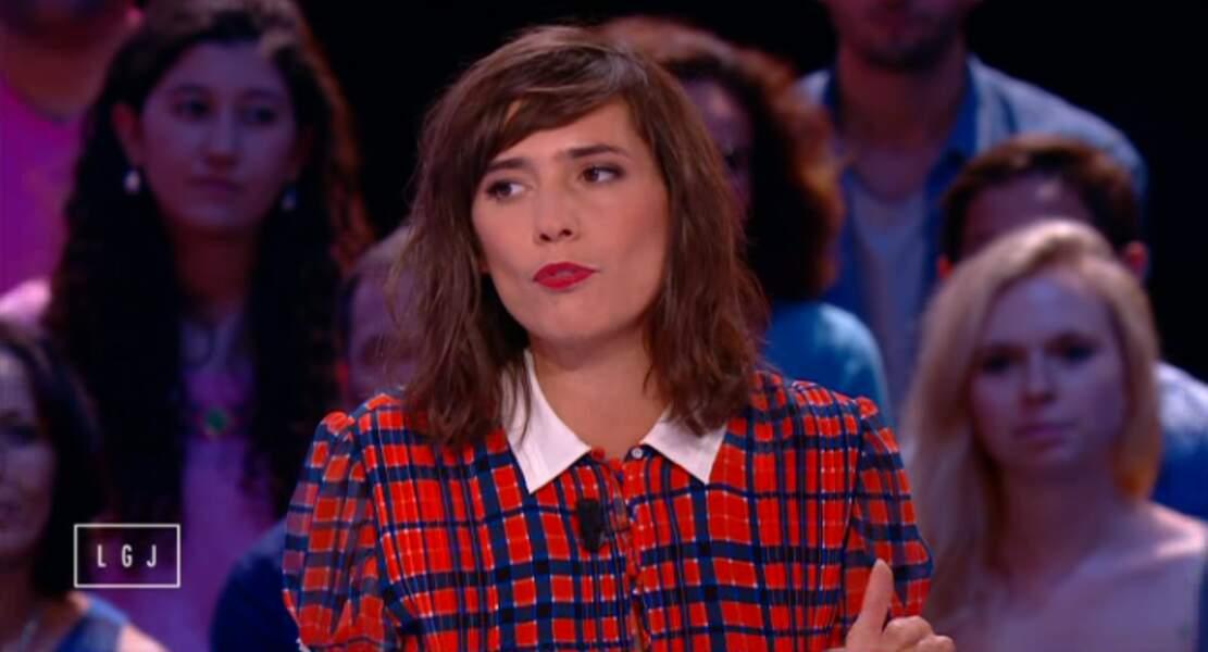 Mathilde Serrell, la chroniqueuse du Grand Journal, opte, elle, pour le tricolore !