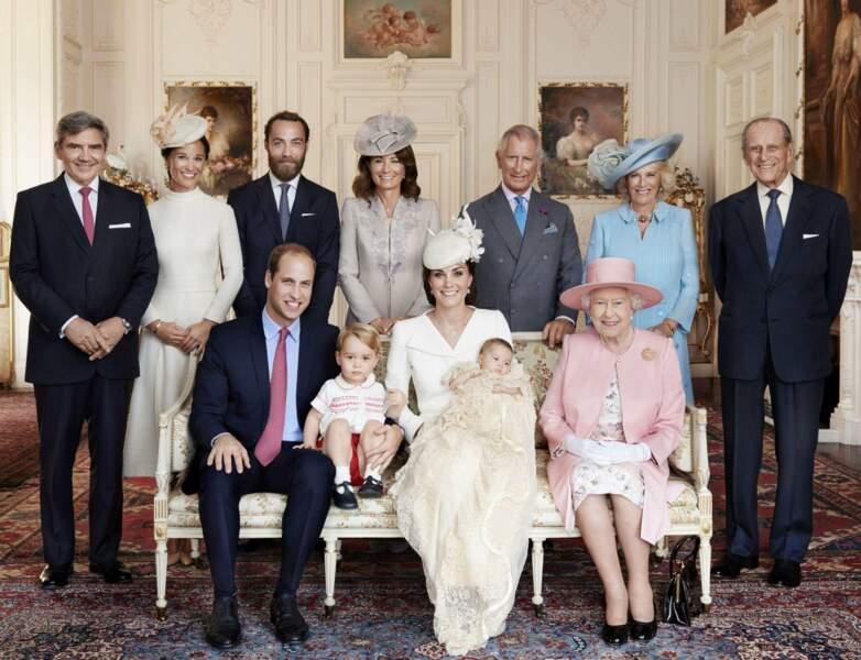 Juillet : La famille est au complet pour le baptême. Sûr que les Middleton n'auraiet loupé ça pour rien au monde !