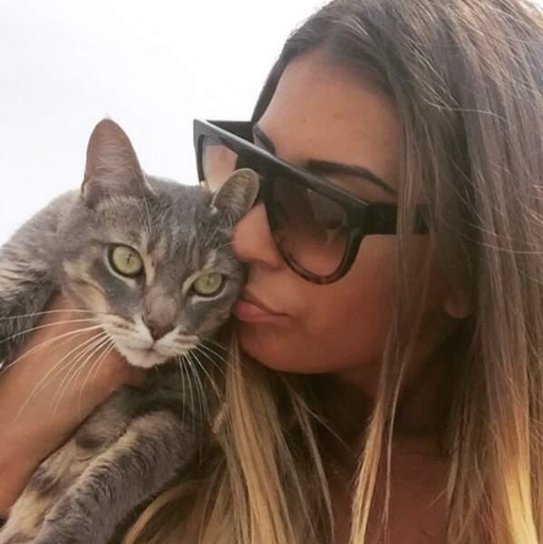 Elle aime aussi beaucoup les chats !