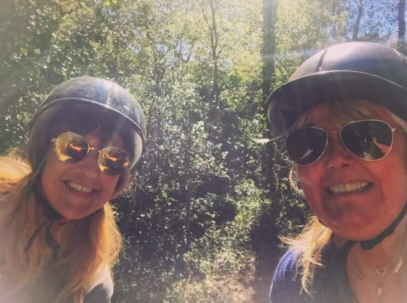 ... qui en a aussi profité pour faire une balade à cheval avec sa copine Valérie Damidot !