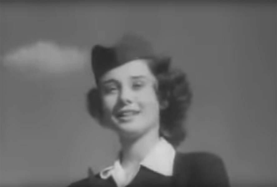 """Première apparition à l'écran dans le rôle secondaire d'une hôtesse de l'air : """"Le néerlandais en 7 leçons """" (1948)"""