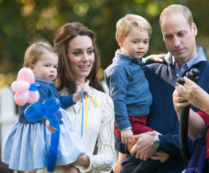 La famille princière est très attentive aux tours de magie