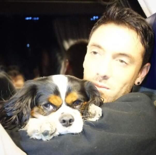 Maxime Dereymez a aussi embarqué son chien Foxtrot sur la tournée