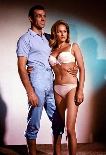 Sean Connery est le premier agent 007 dans James Bond contre Dr No aux côtés de la sulfureuse Ursula Andress