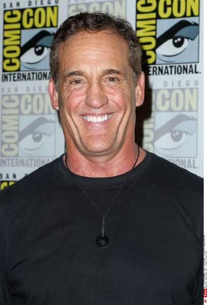John Wesley Shipp : l'ancien Flash joue désormais le père du nouveau Flash, dur de s'y retrouver !