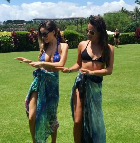 À Hawaii, l'actrice et ses copines s'essayent au Hula