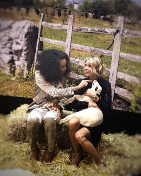 Et Sylvie Tellier et Miss France faisaient mumuse avec un agneau (qui avait très envie d'être ailleurs).