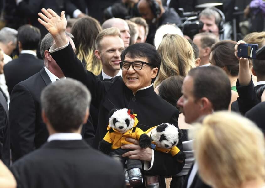 Jackie Chan venu avec ses deux compagnons préférés