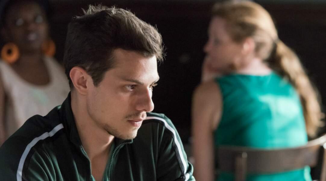 Eliott (Stéphane Monpetit) est le fils d'Eve et étudiant en école vétérinaire