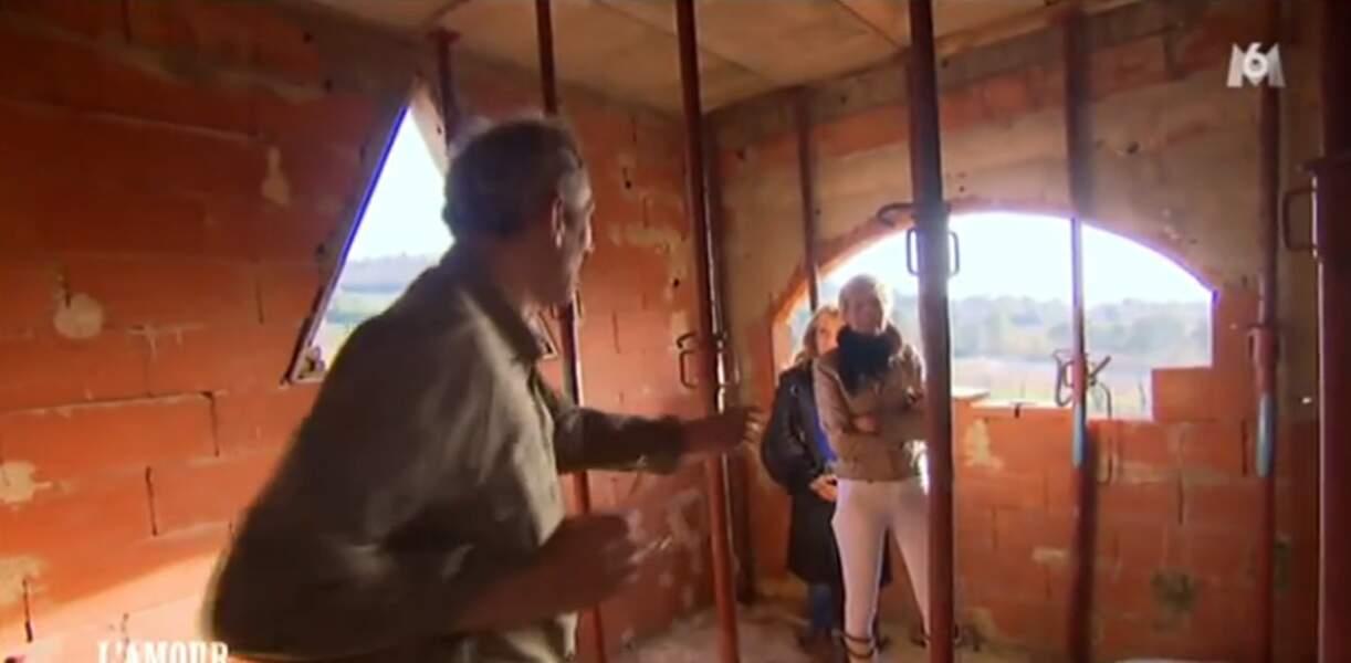 Thierry fait visiter sa future maison. Ok, il faut se projeter !