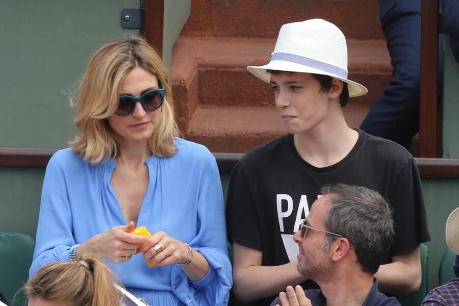 Julie Gayet était venue sans François Hollande mais avec un des deux garçons qu'elle a eus avec Santiago Amigorena