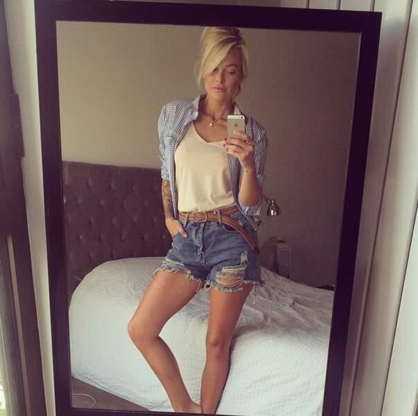 look d'été avec un petit short en jean,