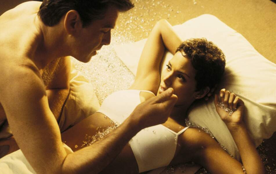Pierce Brosnan et Halle Berry font joujou dans Meurs un autre jour