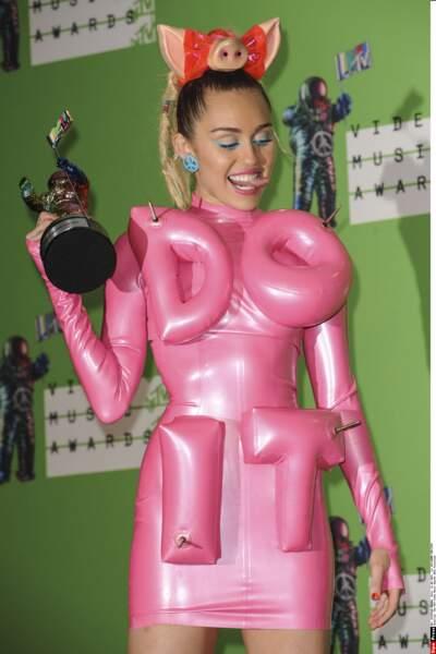 Miley Cyrus, bien sûr ! La petite star de Disney a bien grandi, n'est-ce pas ?