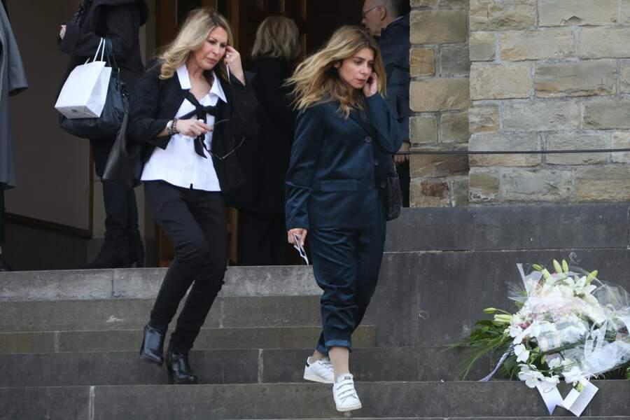 Julie Zenatti à la sortie de l'église