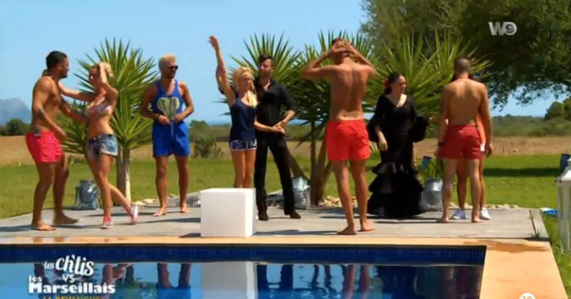 Déballage de shorts de bains rouges à Ibiza. C'était le dress code, ou quoi ?