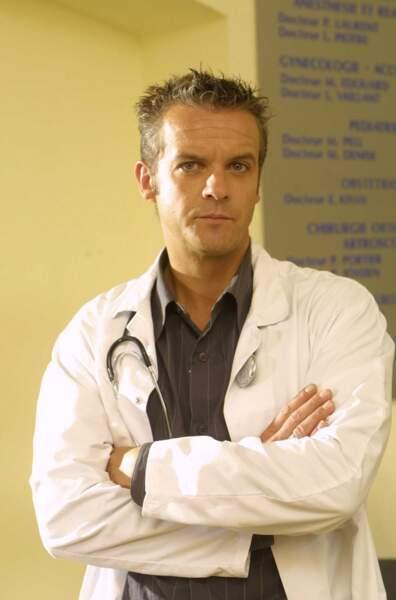 David Brecourt était Baptiste, pédiatre puis directeur de la clinique du Golfe. Il a été le compagnon de Jessica.