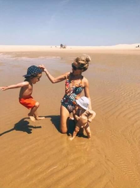 La petite famille s'éclate bien à la plage