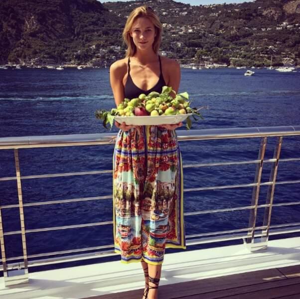 La top-model Karlie Kloss a servi le dessert à Capri.